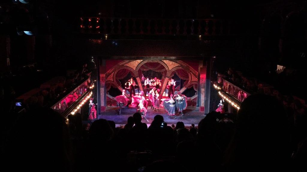 Cabaret em Paris: Paradis Latin!