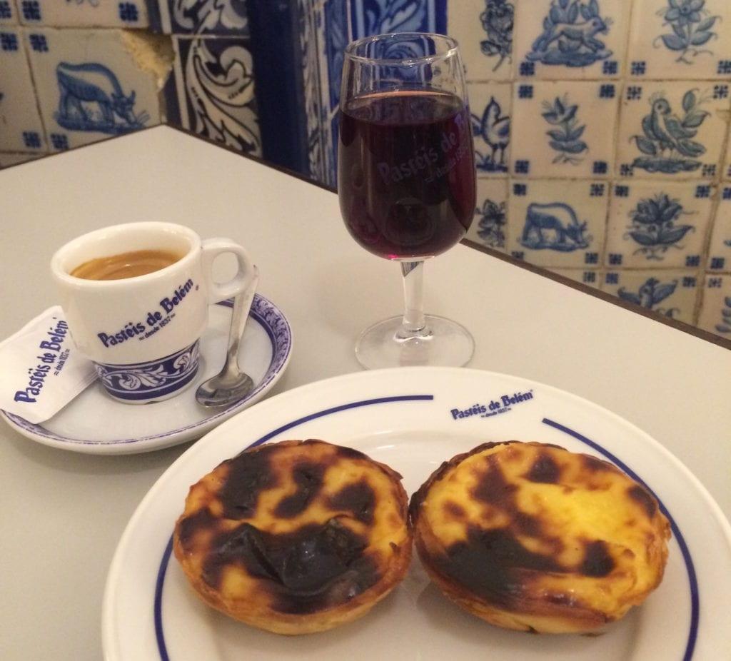 Chuva em Lisboa: Comer Pastel de Belém
