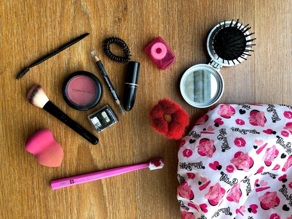 Como Montar Necessaire de Viagem - Make up