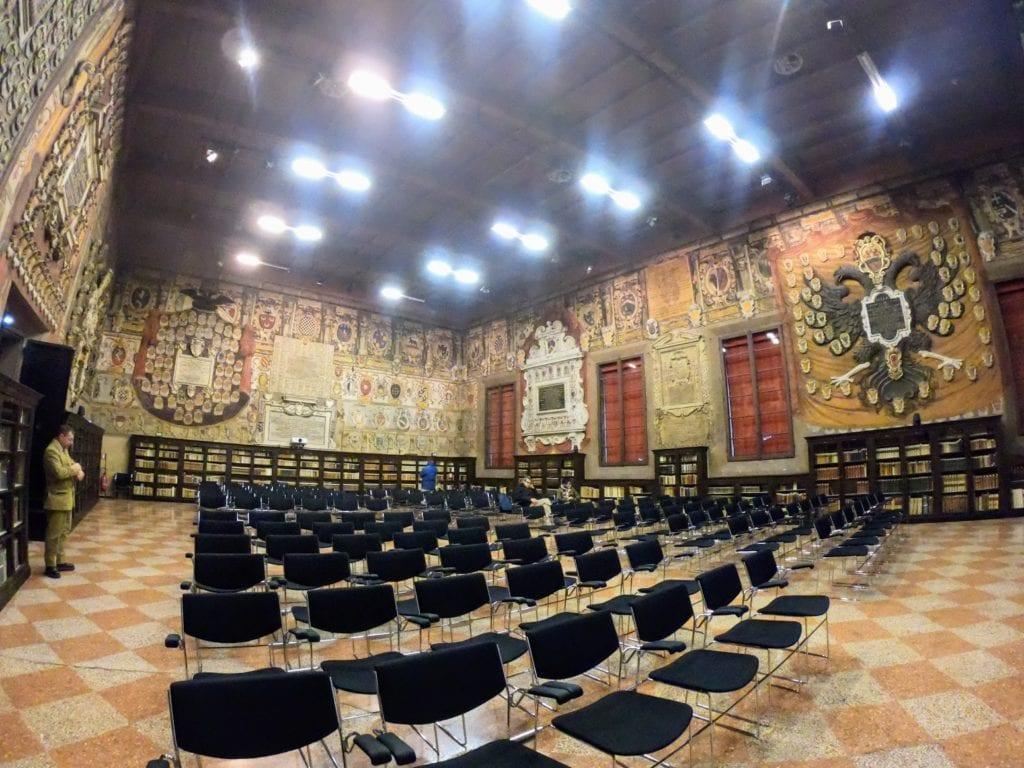O que visitar em Bolonha: Archiginnasio