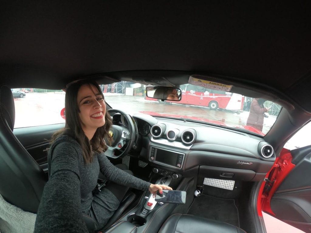 Como é dirigir uma Ferrari na Itália