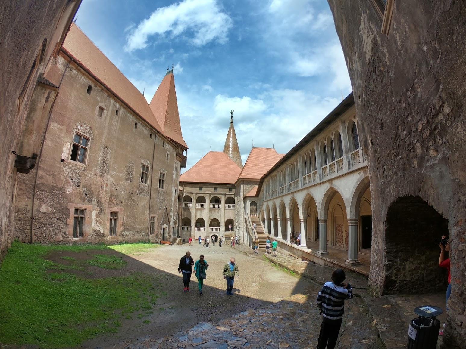 Castelul Covinilor Romania