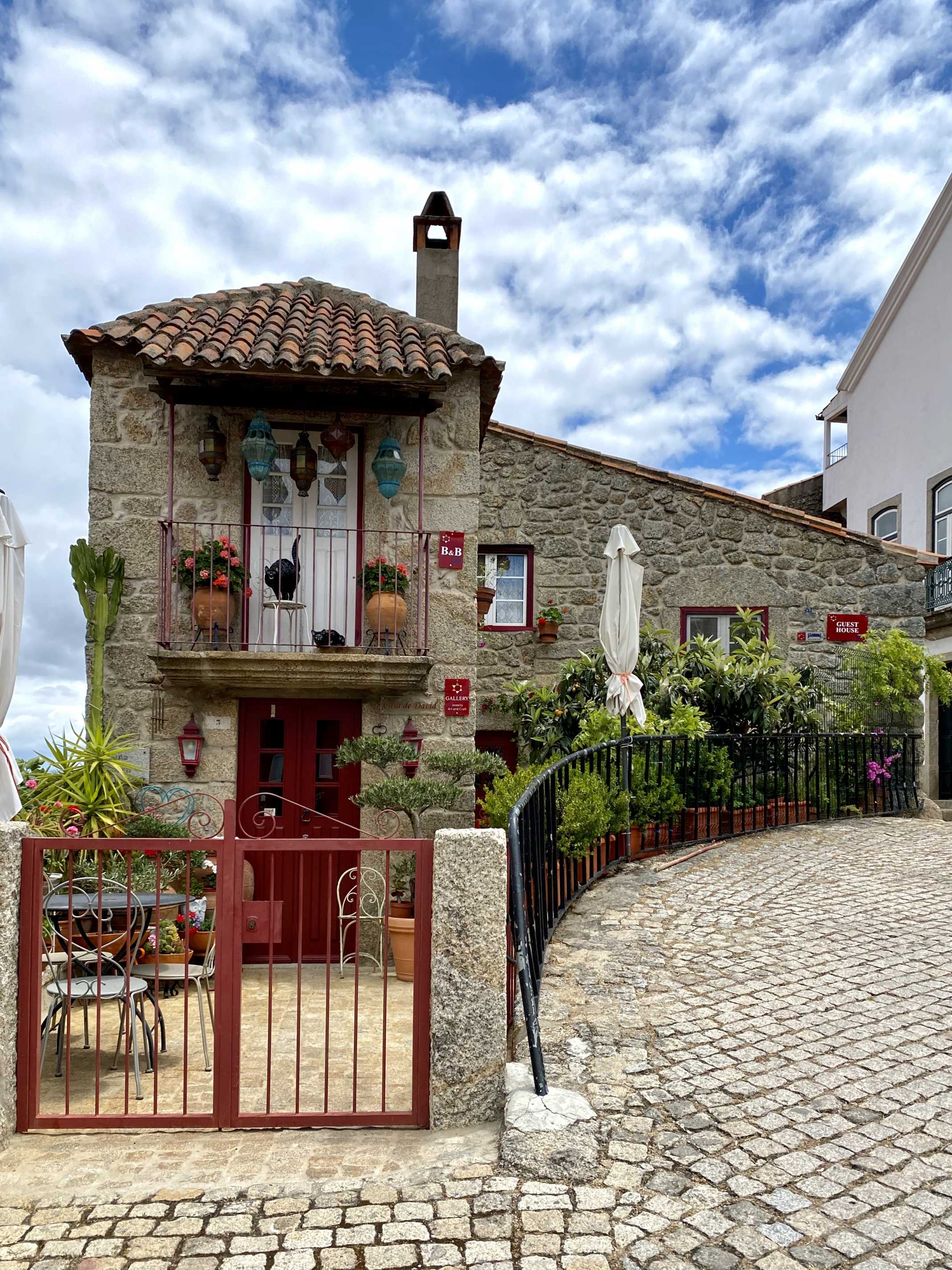 aldeia de monsanto portugal