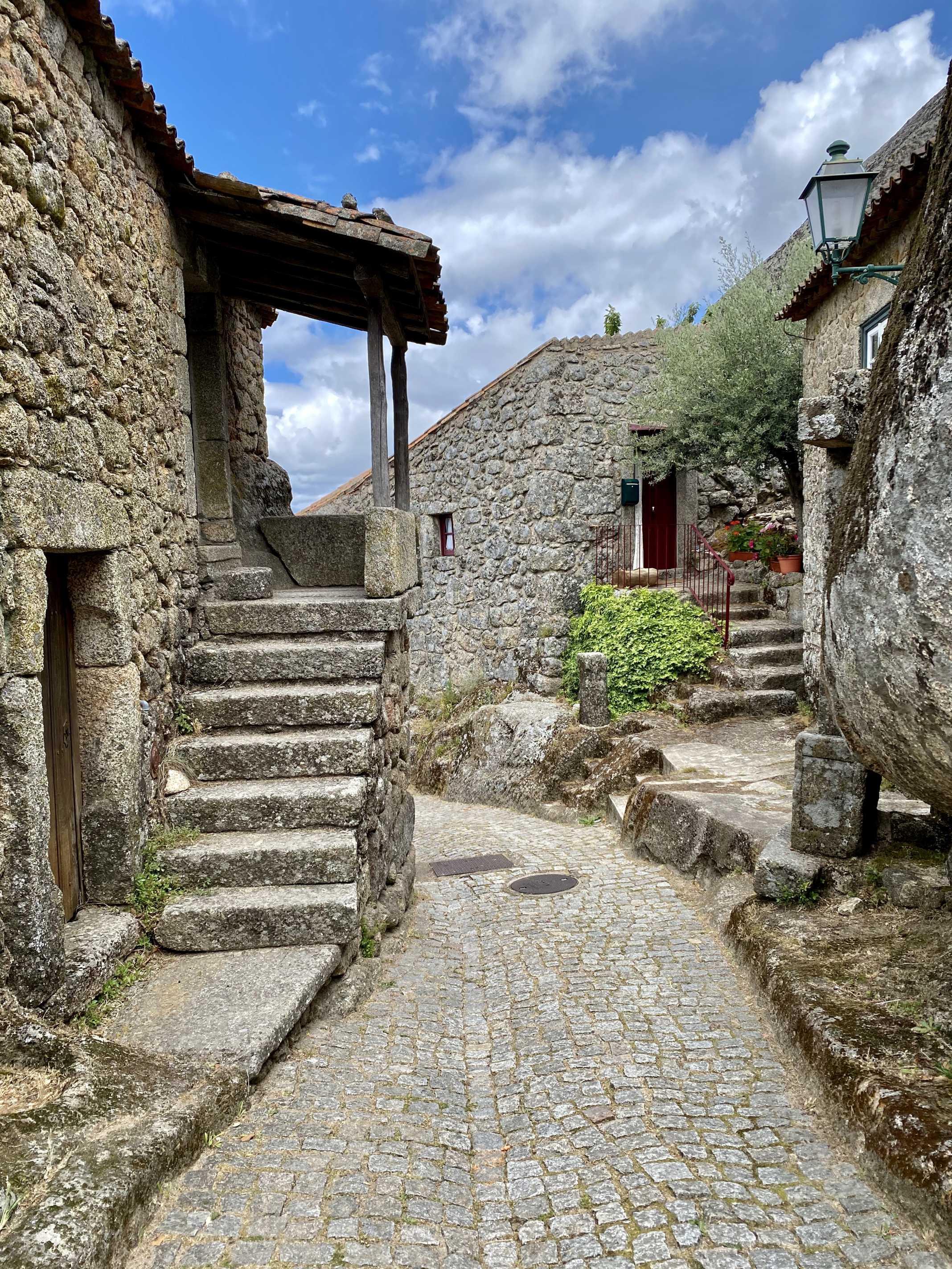 aldeia monsanto portugal
