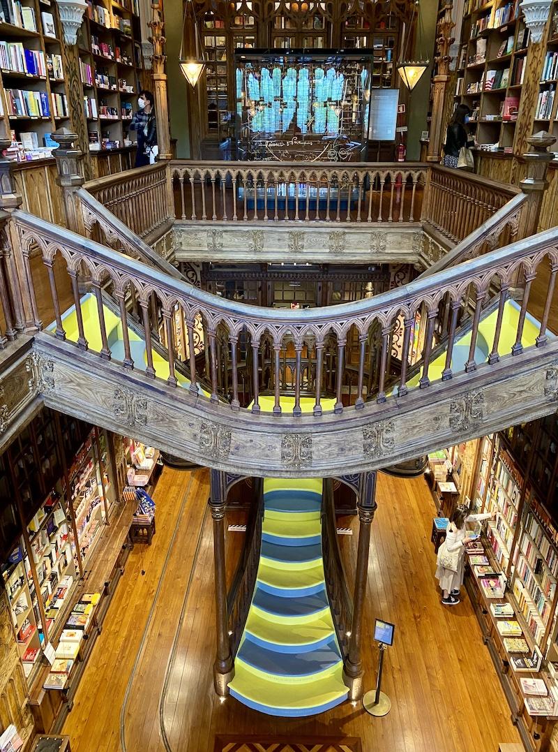 livraria lello escadaria
