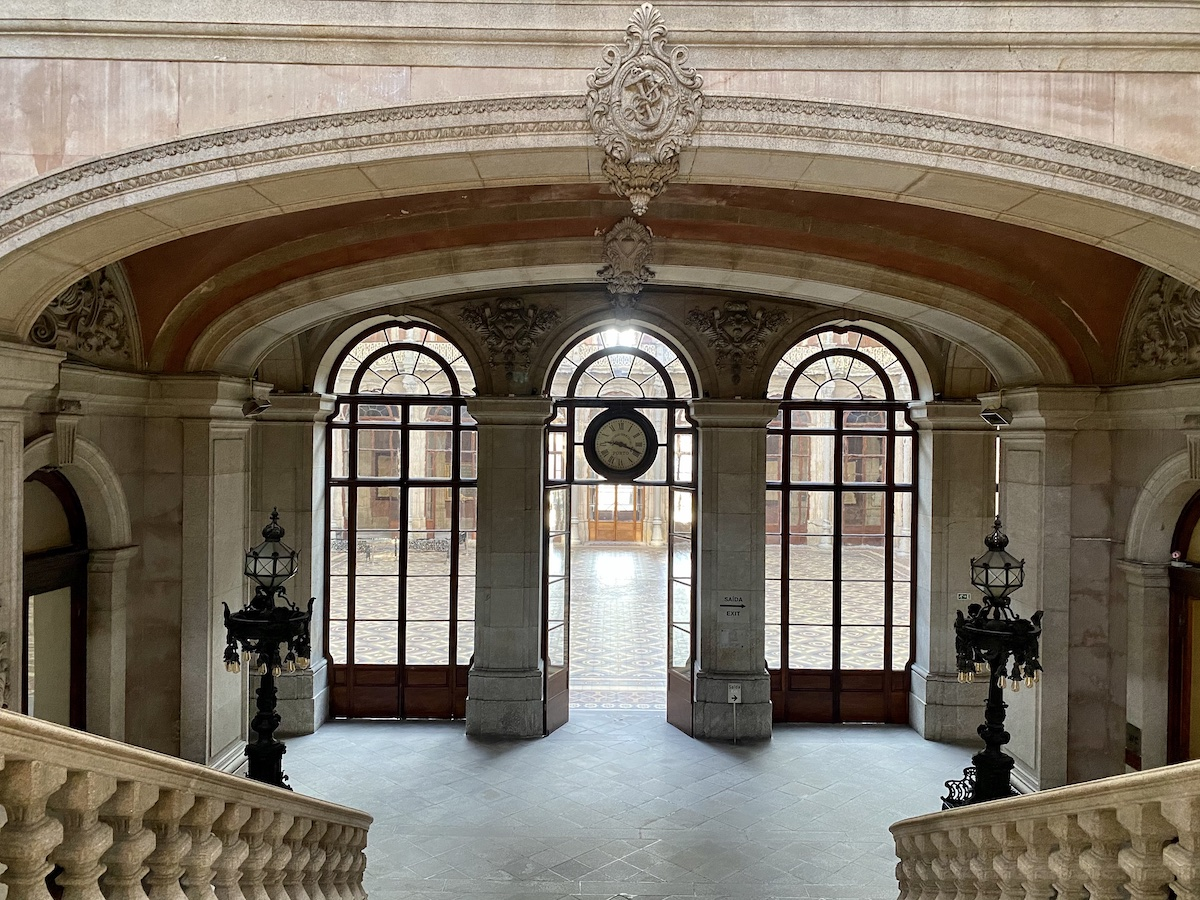 palácio da bolsa escadaria