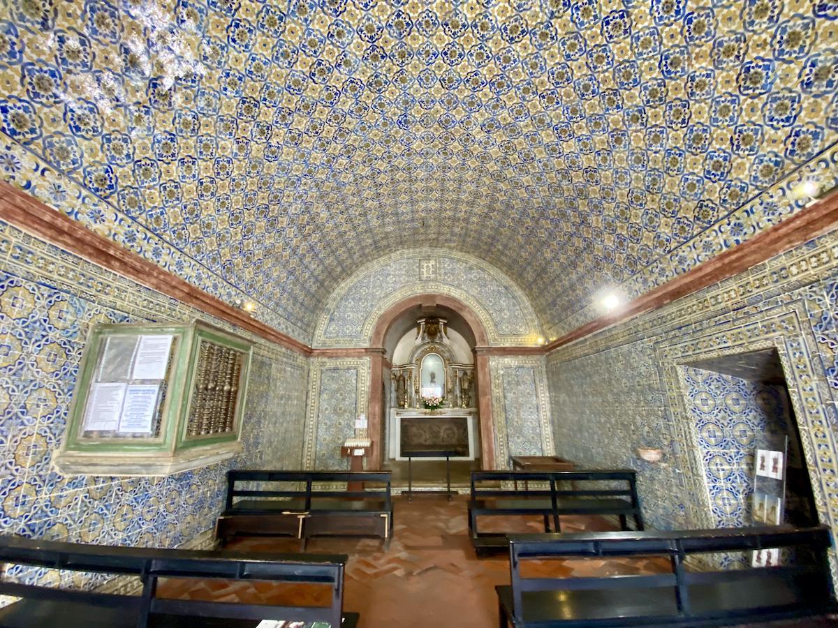 igreja azulejos portugal